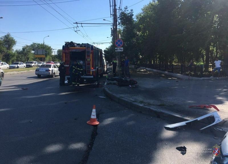 ДТП на проспекте Ленина попало на видео: мотоциклиста без сознания доставили в больницу