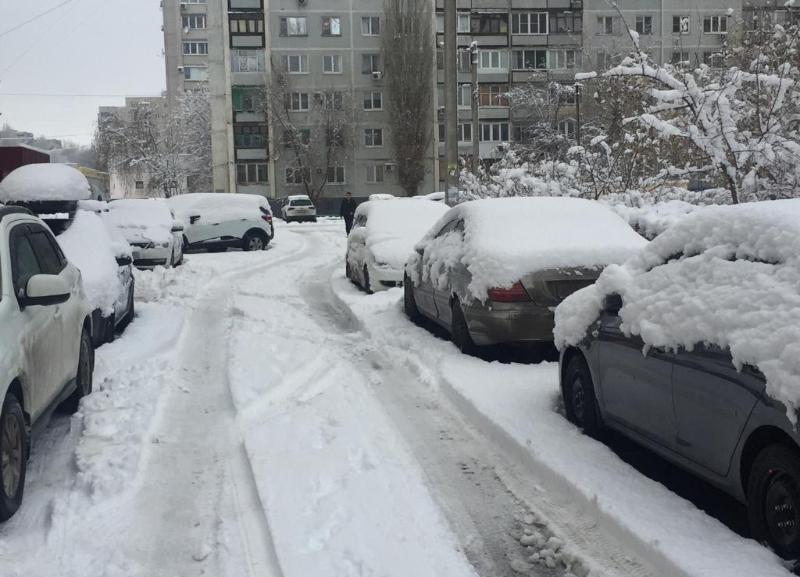 О снеге и накатах в ближайшие два часа предупредили волгоградских автомобилистов
