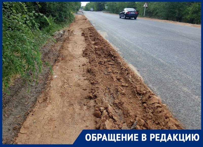 Забыли укрепить обочину: волгоградка боится попасть в аварию на трассе в село Червленное