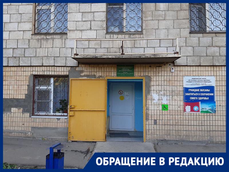 Волжанка с двумя детьми вынужденно отправилась в платную клинику из-за отказа в приеме в поликлиниках