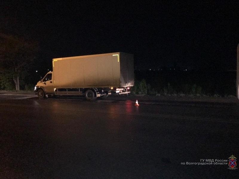 На севере Волгограда грузовик насмерть переехал пешехода