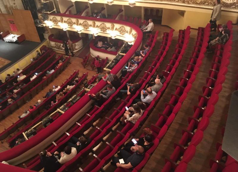 Зрители не пришли на очередной показ комедии в НЭТе Волгограда