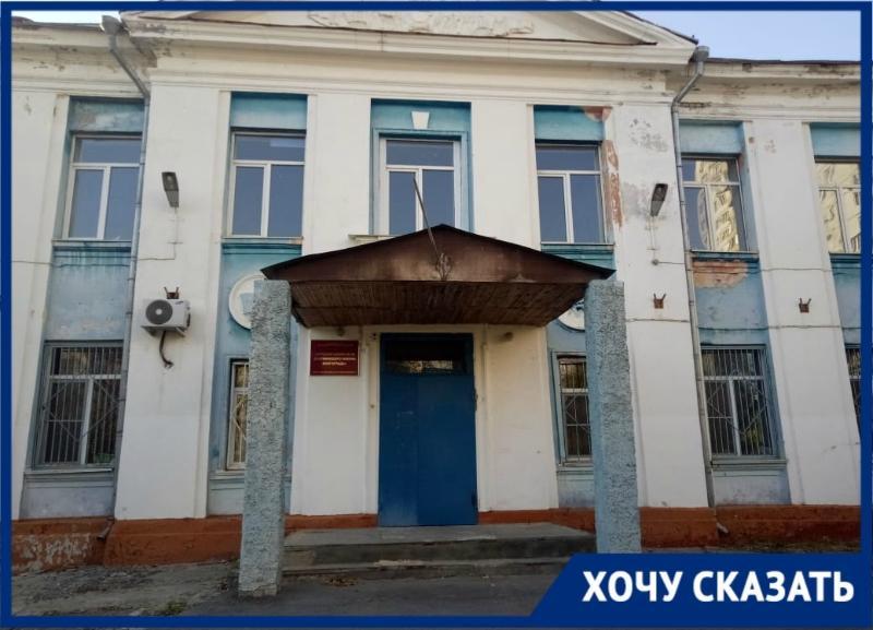 «Пришлось бросить работу ради детей», – матери первоклассников просят отремонтировать школу №36 в Волгограде