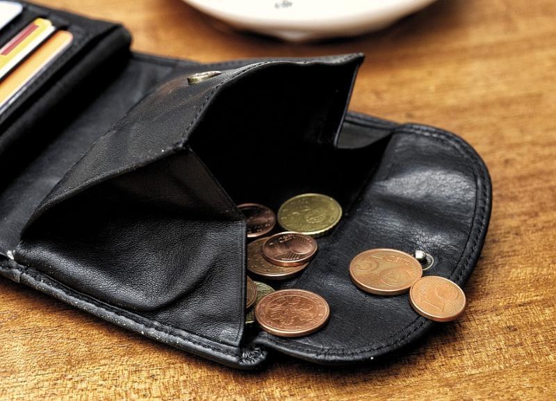Волгоградцы стремительно беднеют и все чаще берут кредит