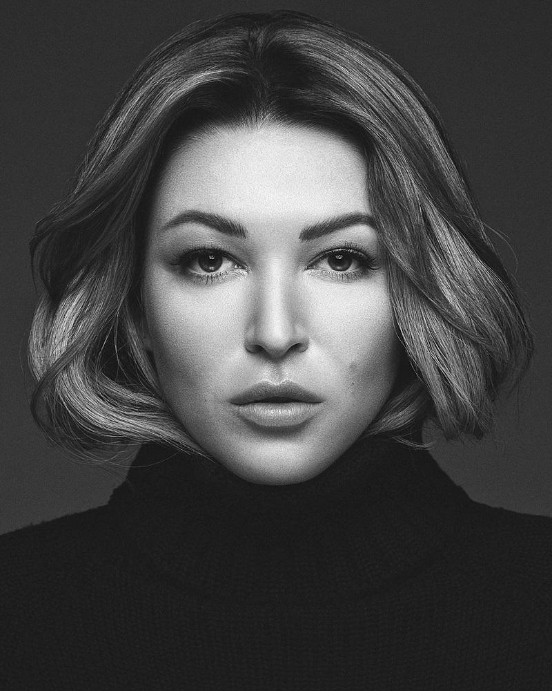 Волочкова, не завидуй: поклонники Ирины Дубцовой оценили шпагат певицы