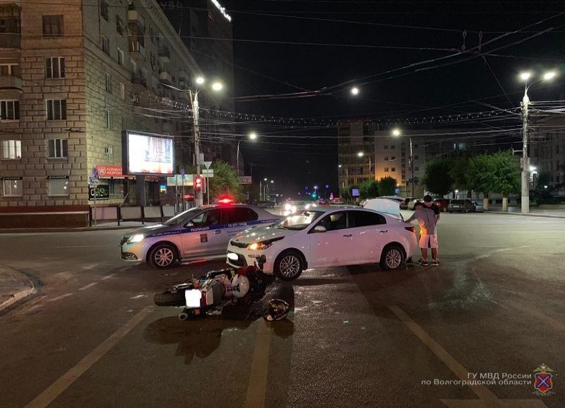 19-летний волгоградец за рулем иномарки сбил байкера: мужчина в больнице