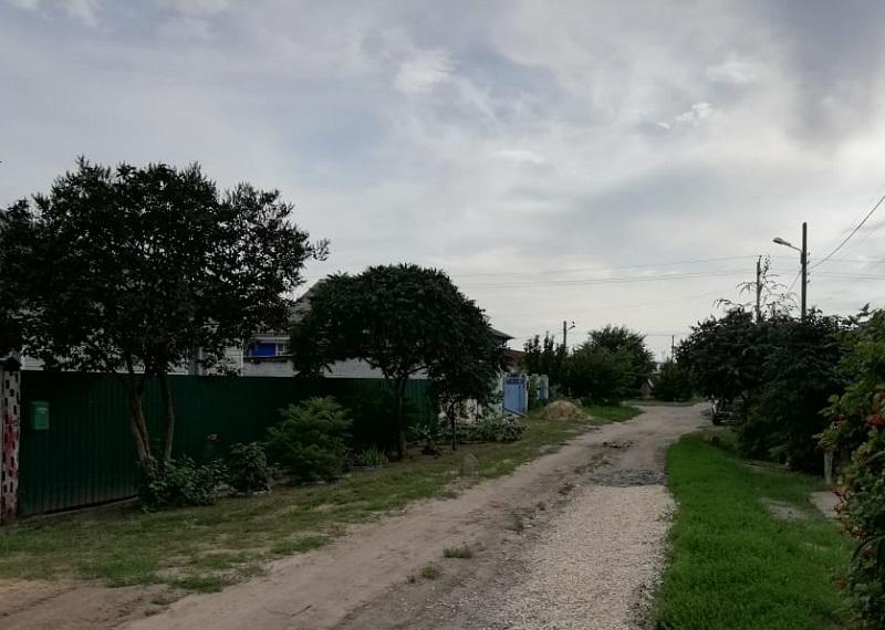 Школьница вынуждена пропускать уроки из-за плохой дороги на юге Волгограда