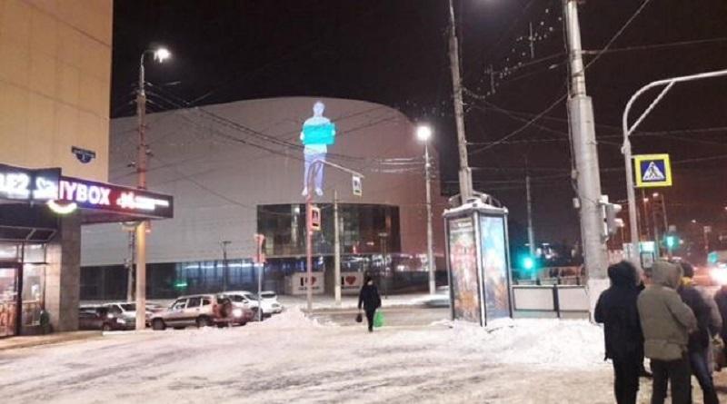 Волгоградцы сфотографировали светящегося человека в центре города