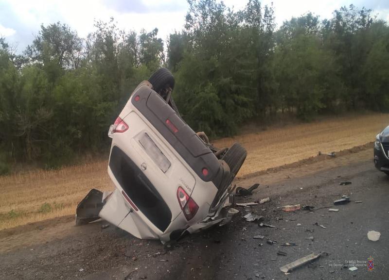 Водитель Nissan погиб на федеральной трассе в ДТП с фурой под Волгоградом