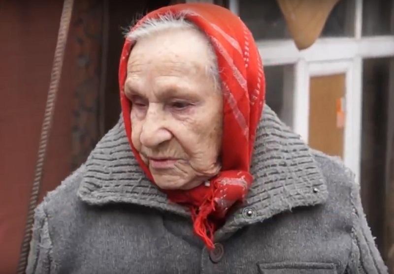 Сын принес 50 рублей проживающей в сарае 90-летней ветерану Волгограда