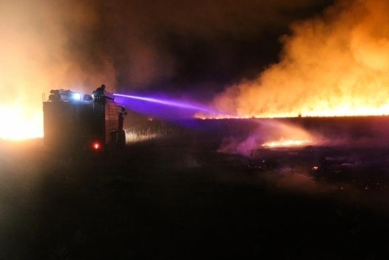 МЧС: Новый степной пожар вВолгоградской области грозит близлежащему хутору
