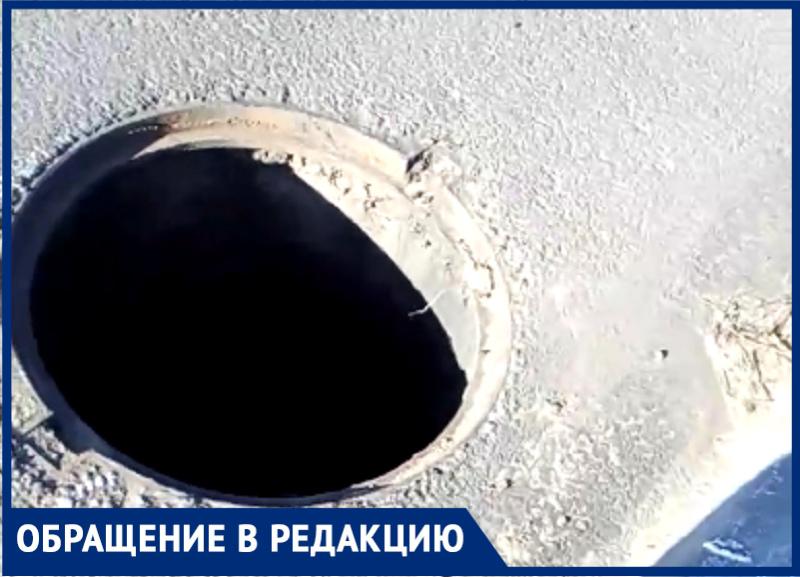 """Открытые люки подстерегают пешеходов в окрестностях ЖК «Янтарный город""""в Волгограде"""