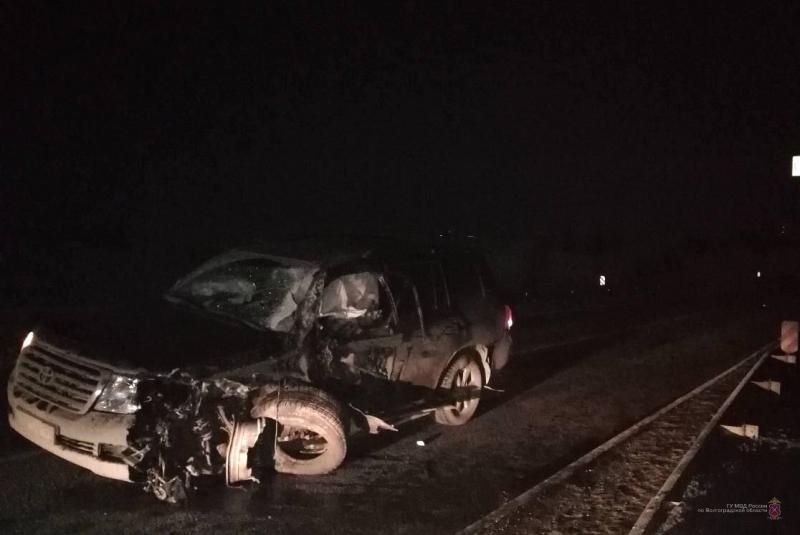 Land Cruiser протаранил КамАЗ в Волгоградской области: водитель КамАЗа в больнице