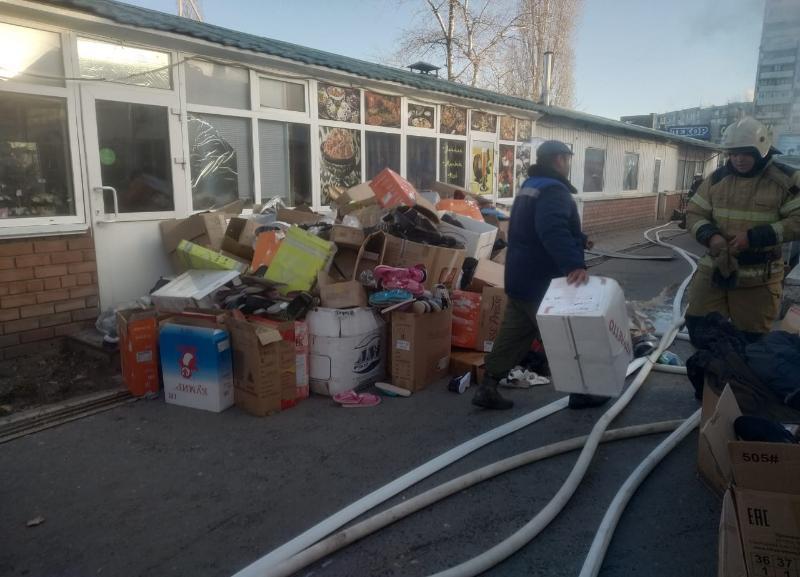 После сильного пожара рынок «Олимпия» закрыли для волгоградцев