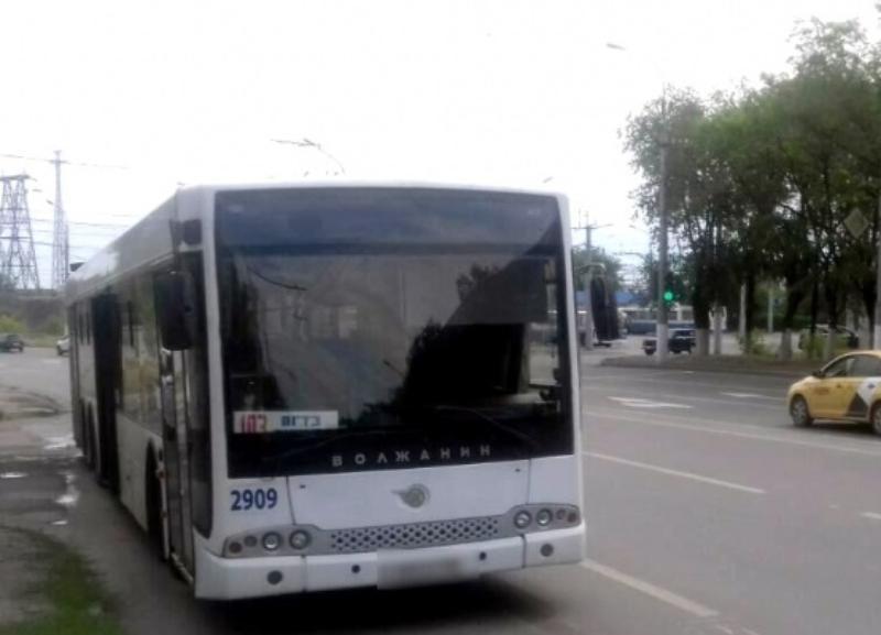 Пенсионерка по своей вине получила травмы в салоне автобуса в Волгограде