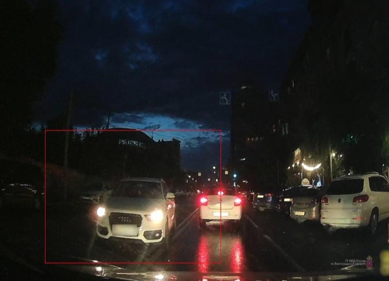 Врач горбольницы рассказала на видео, почему она протаранила в центре Волгограда две машины и скрылась