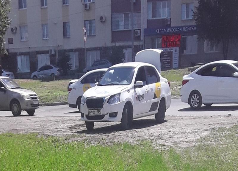 Водитель Яндекс.Такси сбил велосипедиста в Волгограде