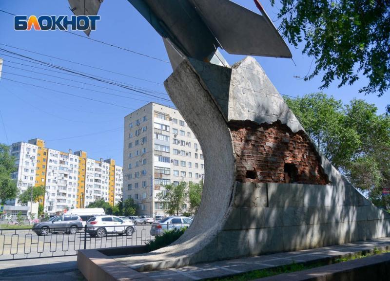 «Ограниченно работоспособный»: волгоградца возмутила цена ремонта памятника-самолета у Качинского училища