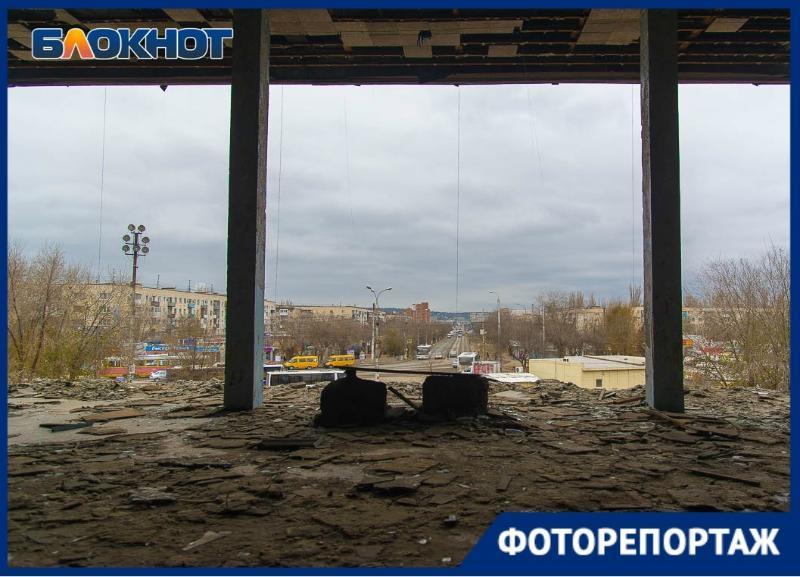 Мертвый кинотеатр «Юбилейный» изнутри показал волгоградский фотограф