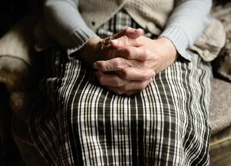 Предлагала помощь по хозяйству: 25-летняя фроловчанка отправилась под суд за 9 эпизодов обмана пенсионеров