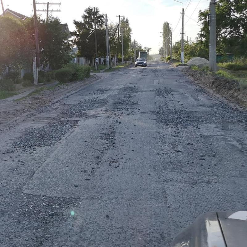 Блогер выложил в интернет фотографии только что отремонтированной чиновниками дороги под Волгоградом