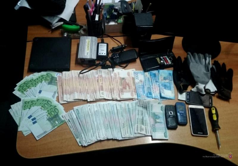 Серийные грабители из автомобилей задержаны в Волгограде