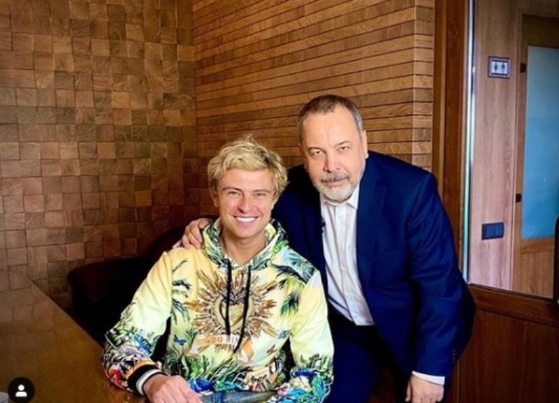 «Натуральный блондин теперь не один»: Прохора Шаляпина просят вернуть прежний цвет волос