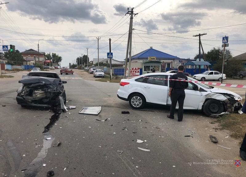 Четыре человека попали в больницу из-за неосторожной девушки за рулем Ford Focus