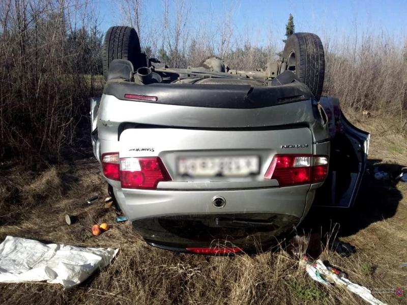12 часов за рулем: водитель из Саратова вылетел в кювет под Волгоградом и отправил в больницу двух пассажиров