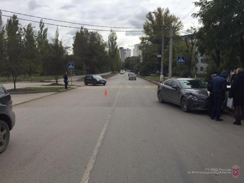 ВВолгограде шофёр иномарки сбил женщину сгрудным сыном
