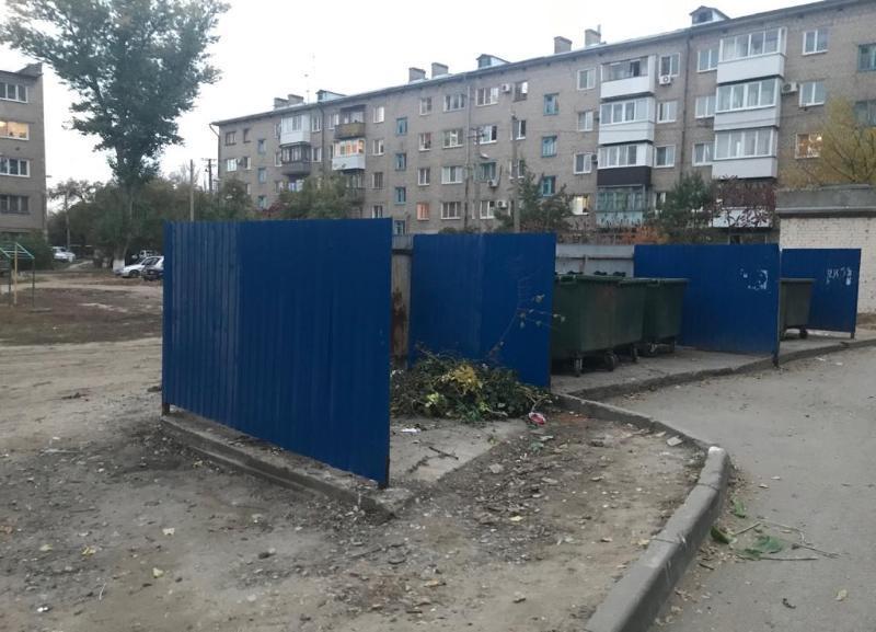 Сгоревшие мусорные баки убрали во дворе Краснооктябрьского района после публикации «Блокнот Волгоград»