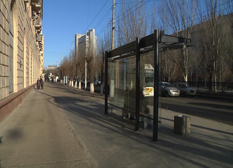 Труп мужчины на остановке рядом с улицей Комсомольской обнаружили в Волгограде