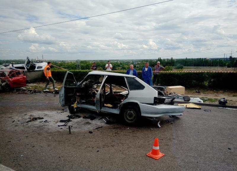 Ребенку оторвало руку: массовая авария с «четырнадцатой» произошла на мосту через ГЭС в Волжском