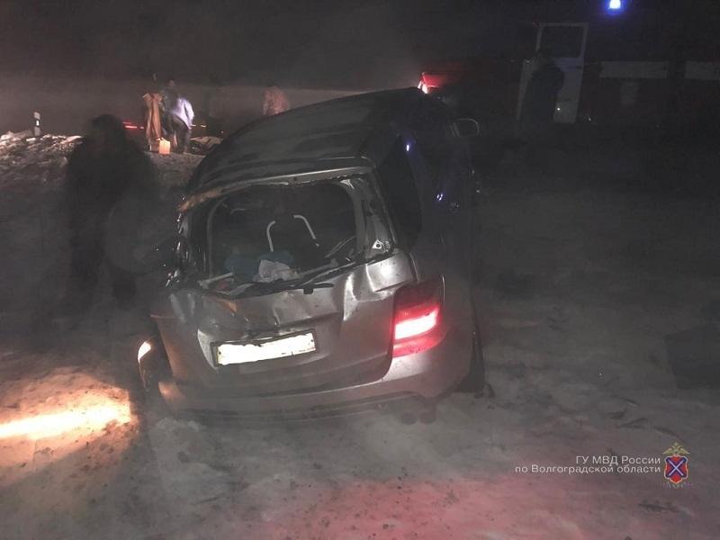 Отлетевшее колесо грузовика в ДТП задело «Газель» под Волгоградом: есть пострадавшие