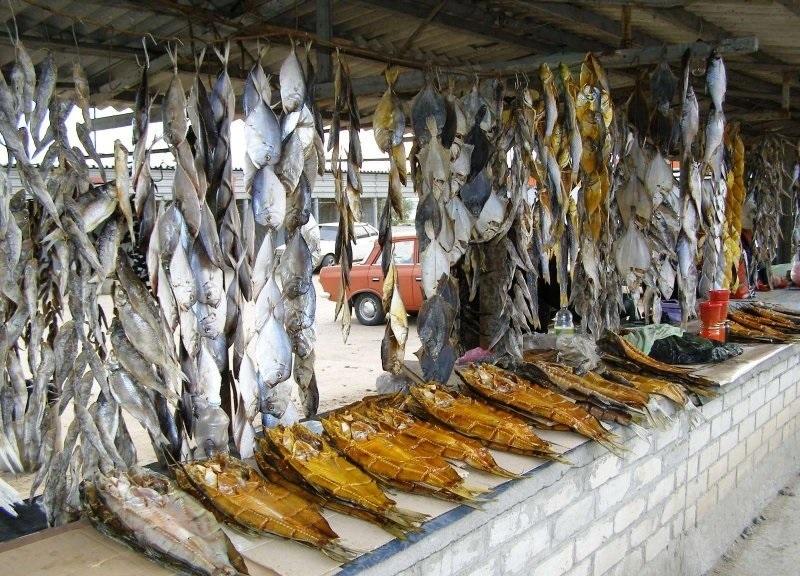 Двое волгоградцев скончались от вяленой рыбы и консервов