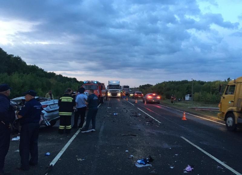 На видео попали последствия ДТП с Hyundai в Волгоградской области, где погибли три человека