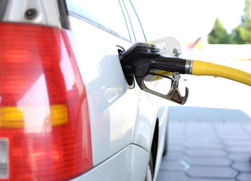 Почти на рубль подорожал бензин в Волгограде меньше чем за месяц