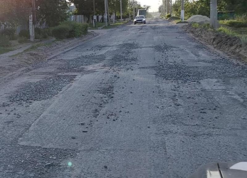 Стало известно, когда на самом деле качественно отремонтируют  дорогу, снятую блогером в Городище