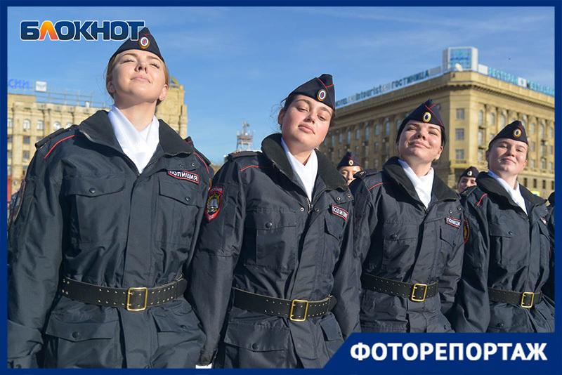 Красавицы-полицейские и мужественные ОМОНовцы: стражи порядка отметили профессиональный праздник в Волгограде