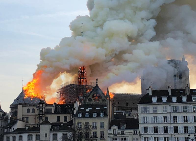 Начало конца, - волгоградский общественник о пожаре в соборе Парижской Богоматери