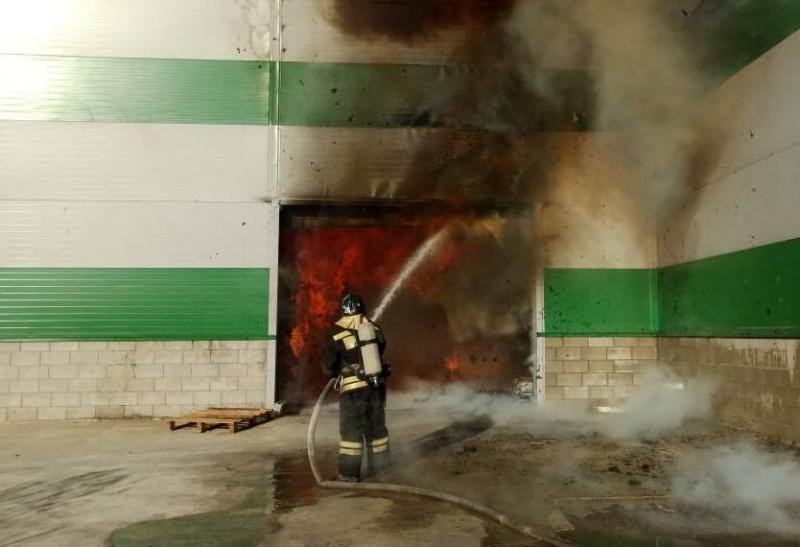 Склад туалетной бумаги горит в Волгограде