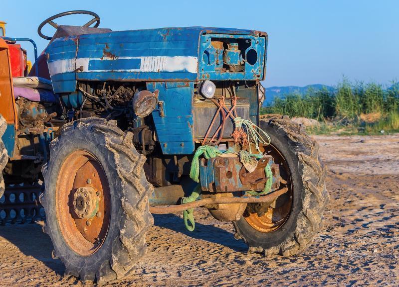 Трактор «Беларусь» покалечил хозяина в Волгоградской области