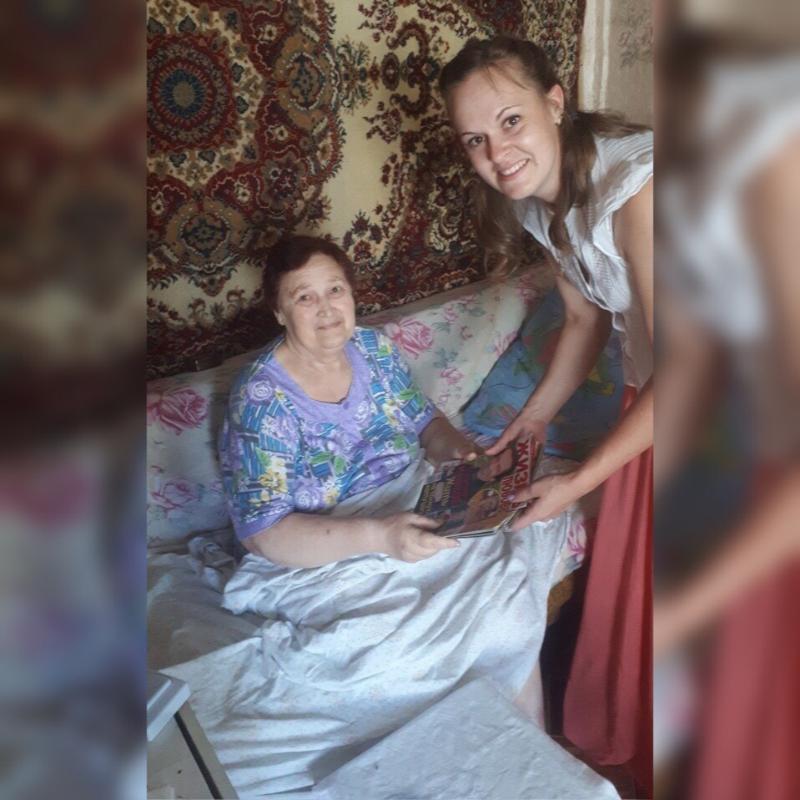 Заведующая библиотекой поднимает настроение селянам и спасает бабушек от одиночества в Волгоградской области