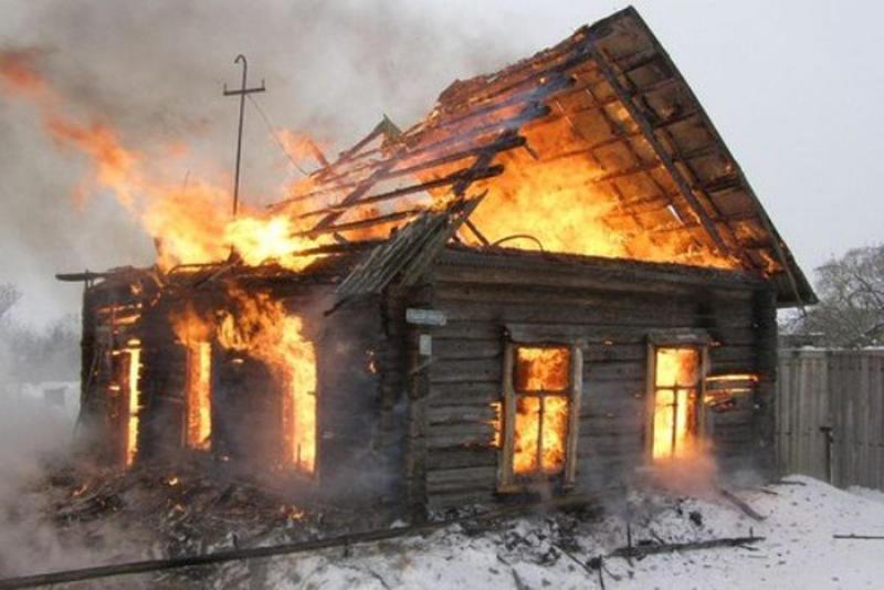 Женщина спасена из горящего дома на юге Волгограда
