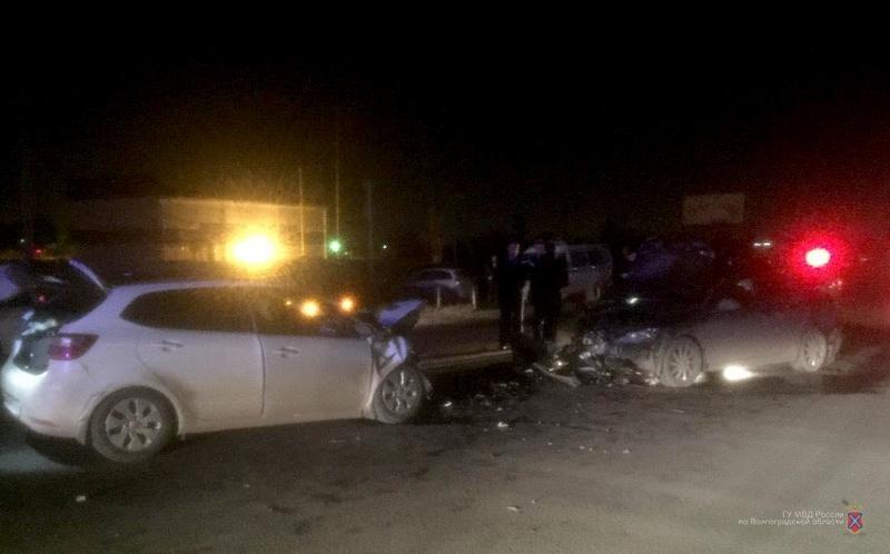 Работник администрации Волгограда спровоцировал крупное ДТП спострадавшими