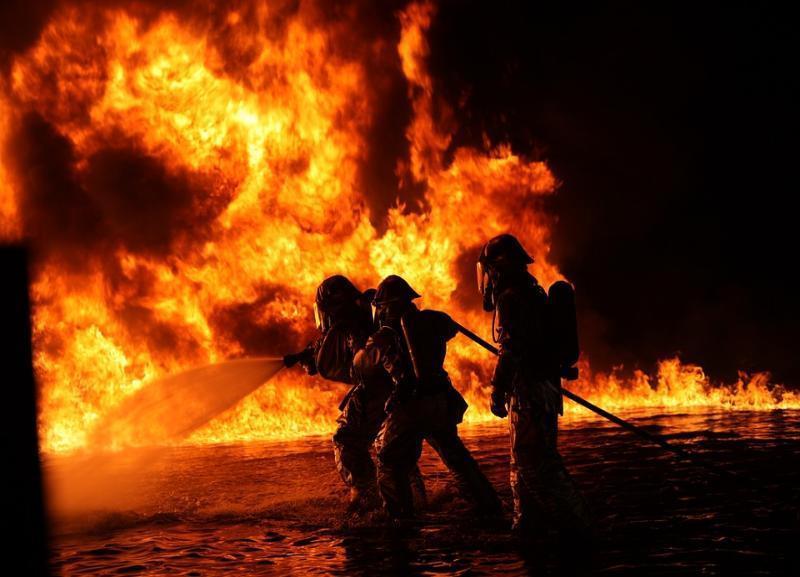 Четыре гаража с «Волгой» уничтожил пожар в Дзержинском районе Волгограда