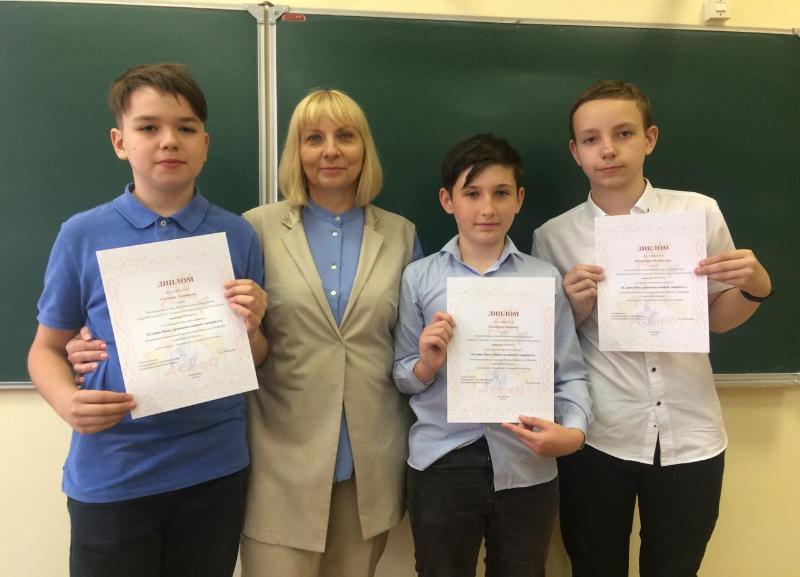 Ученики и любящая дочь поздравляют Антонину Кириченко