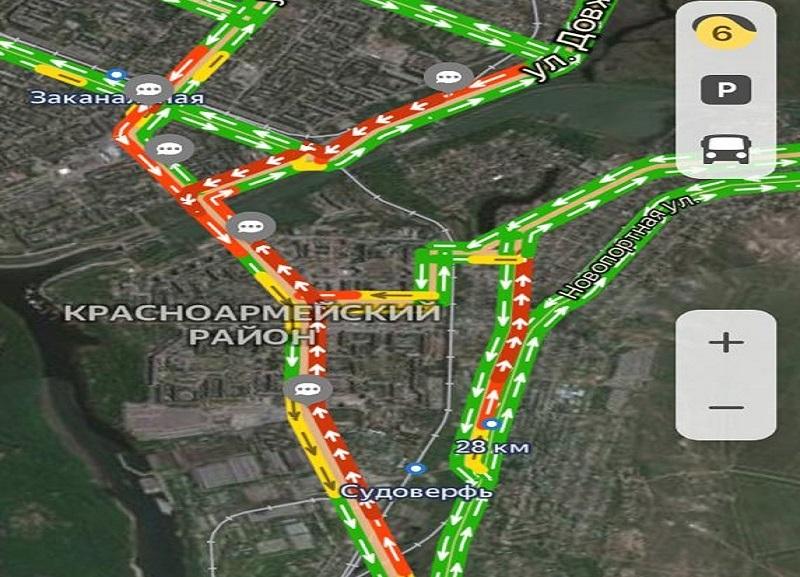 Пробка набирает обороты: огромный затор на юге Волгограда стал причиной уже нескольких ДТП