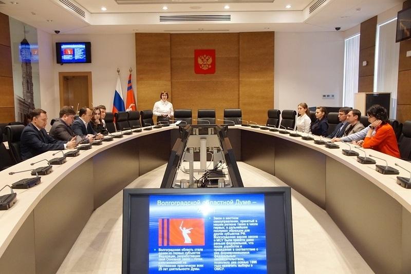 Депутаты Волгоградской облдумы вычислили, кто знает о них все