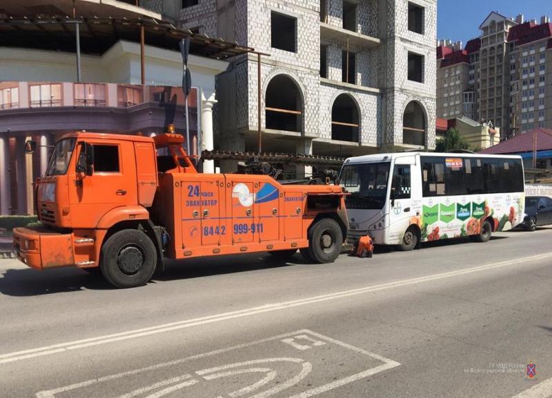 Автобус с неисправными тормозами и без огнетушителей собирался везти волгоградцев в Грачи